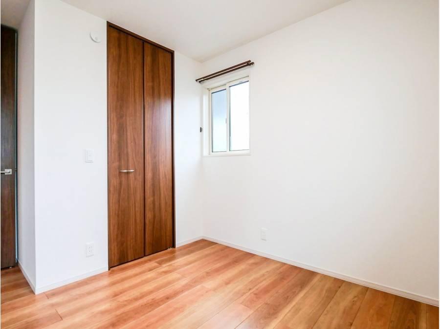 各個室の建具も木の持つ柔らかな雰囲気を活かしています。
