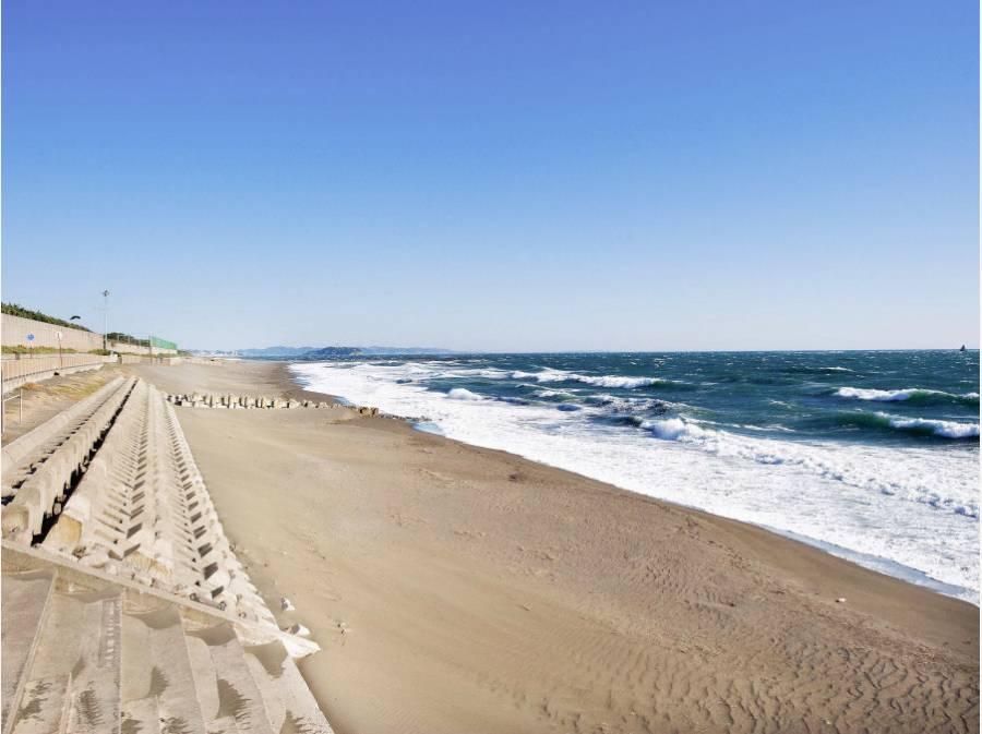 海岸まで徒歩13分