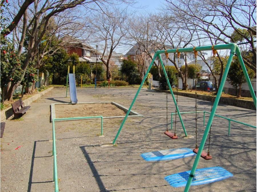 富士塚公園まで徒歩3分(約180m)。