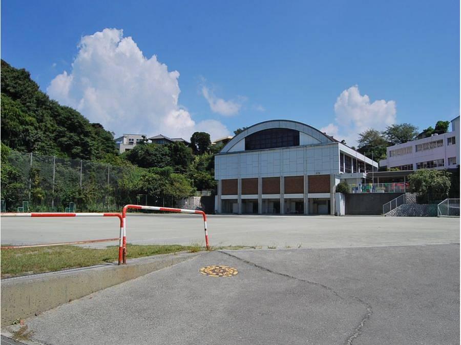 市立第一中学校まで徒歩22分(約600m)