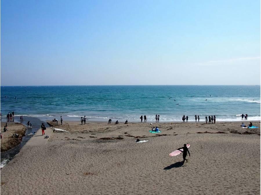 七里ガ浜の砂浜まで約1000M