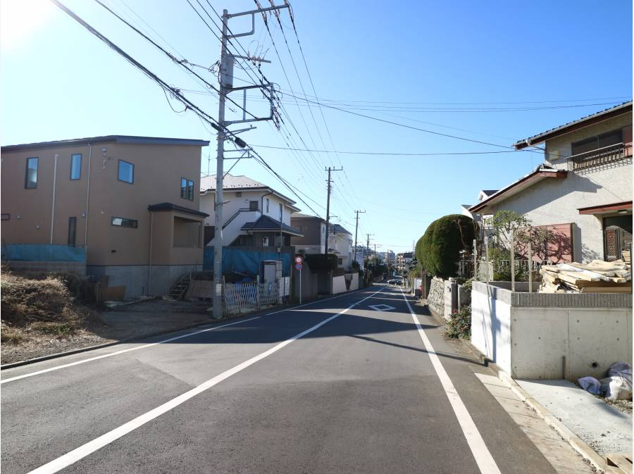 約8mのゆったりとした前面道路。整然とした街並みです