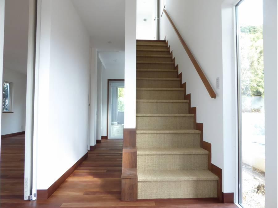 麻で保護した室内階段