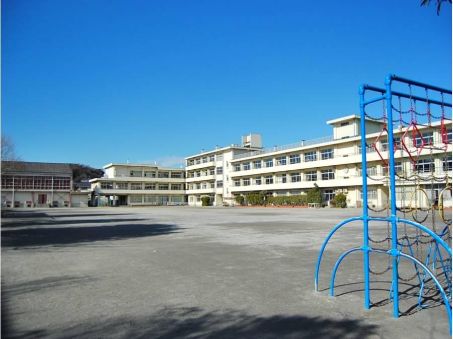 第一小学校まで徒歩7分(約510m)