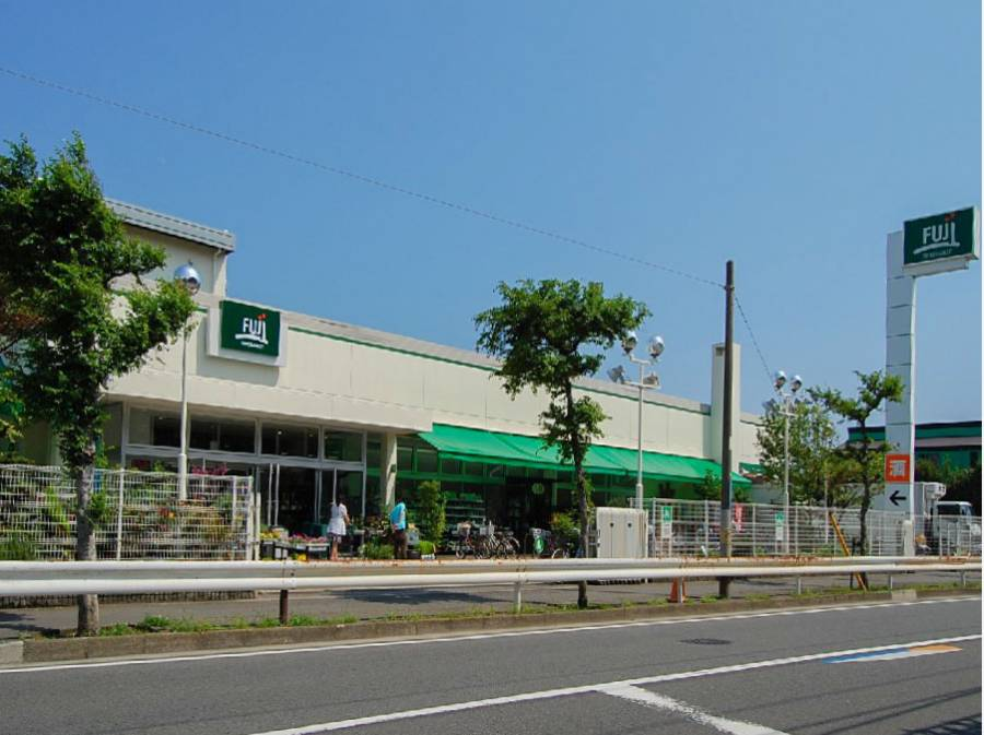 FUJIスーパー鵠沼店まで約600m
