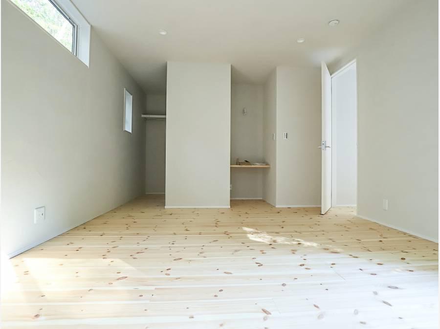 8帖のお部屋にはWICも付いていて、広さも収納も文句なしです