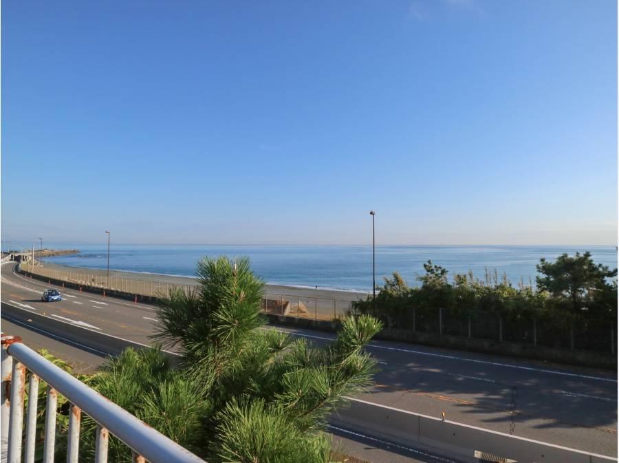海まで約1.1km(西湘バイパス沿いからの景色)
