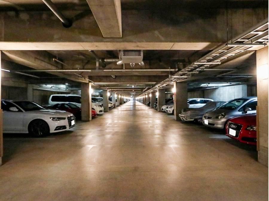 自慢の地下駐車場!1台分が永久に付いています