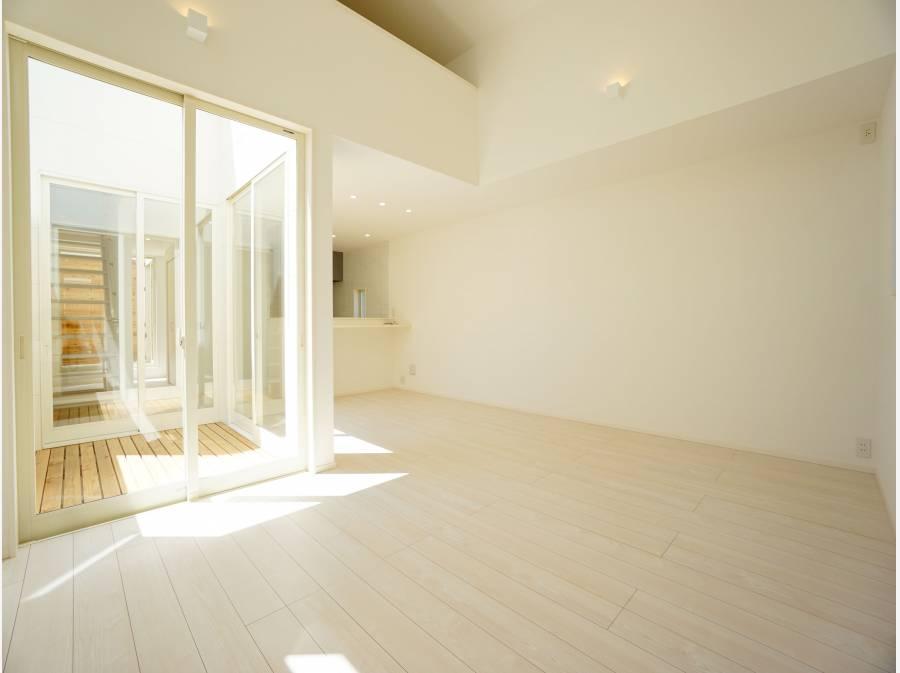 上部吹き抜け構造により、明るく開放的な空間に仕上がっております。