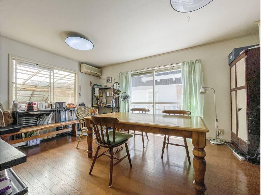 1階に配置されたりLDは11帖と広々/キッチンは5帖ございます