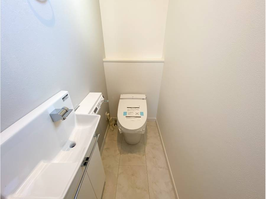 高機能タンクレス「サティストイレ」採用