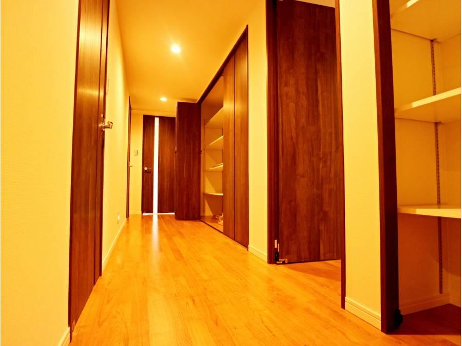 広~い廊下、収納が豊富です