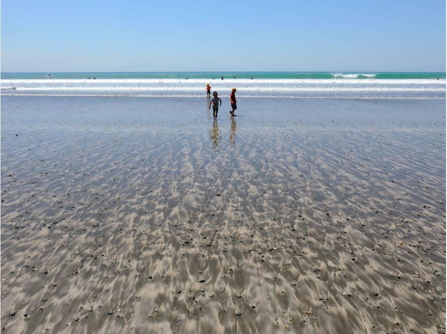 由比ガ浜海岸まで約2000m