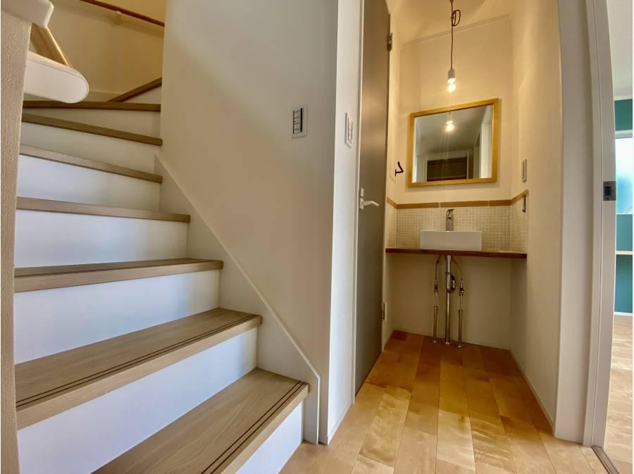 2階洗面台 階段を登ってロフトへ