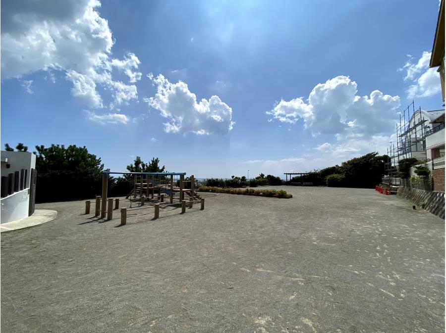 海側隣接地(南側に)町屋公園があります。