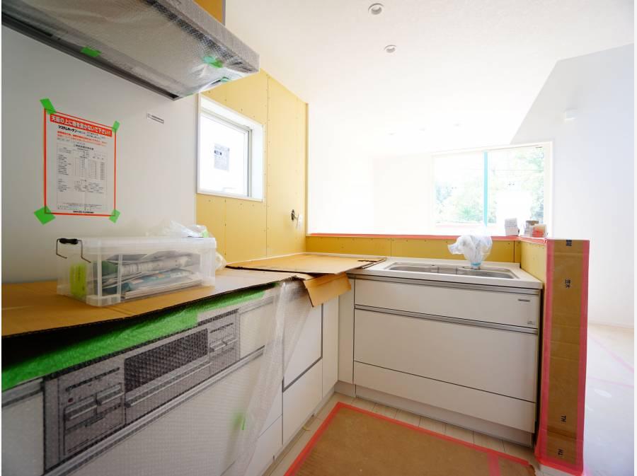 食器洗浄機付きのL型キッチン。