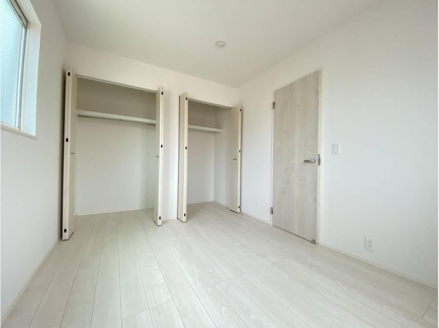 こちらは約6.75帖の居室。