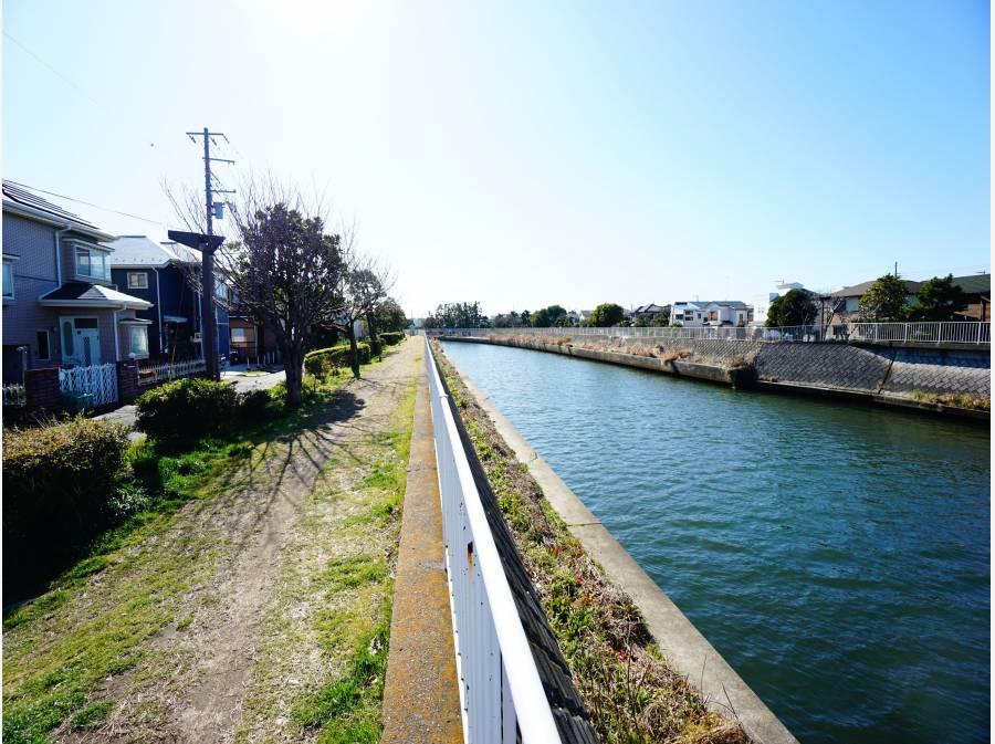 川沿い特有の穏やかで気持ちの良い住環境。