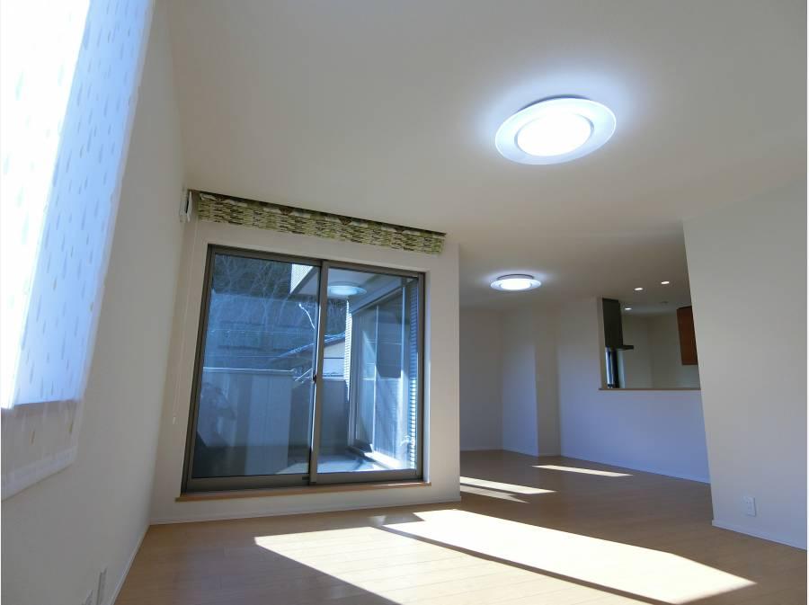 LDKは22帖大の大広間、緑の景色の陽だまりのお部屋です。
