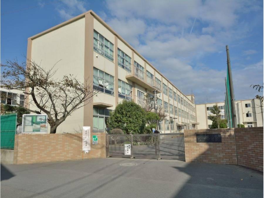 松波中学校まで約1km(徒歩13分)