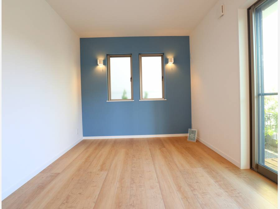 ブルーのアクセントが魅力的なお部屋