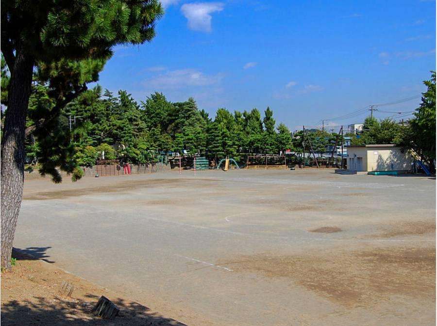 藤沢小学校まで徒歩5分(約400m)