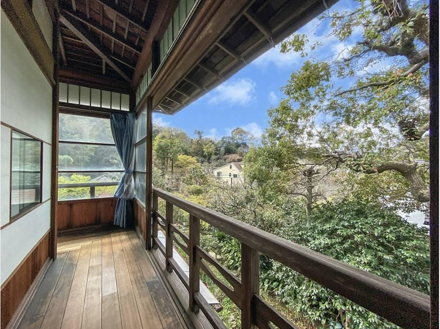 2階広縁 潤いある鎌倉の山々を望みます