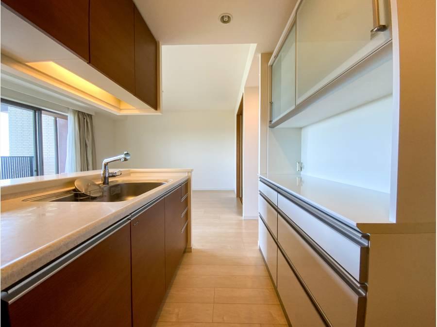 収納が豊富な対面キッチン