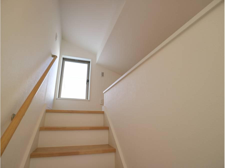 この固定階段でロフトやルーフバルコニーへアクセスできます。