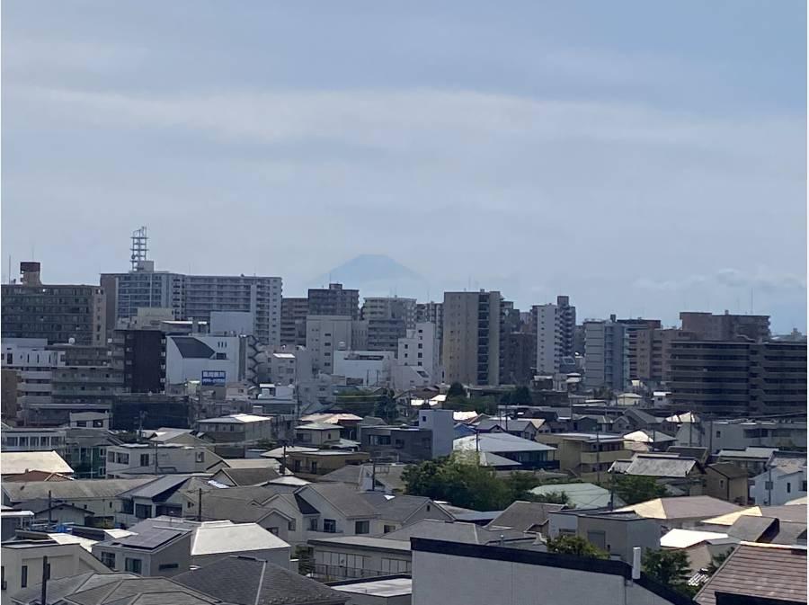 空気の綺麗な日には富士山もくっきり見ることができるかと思います。
