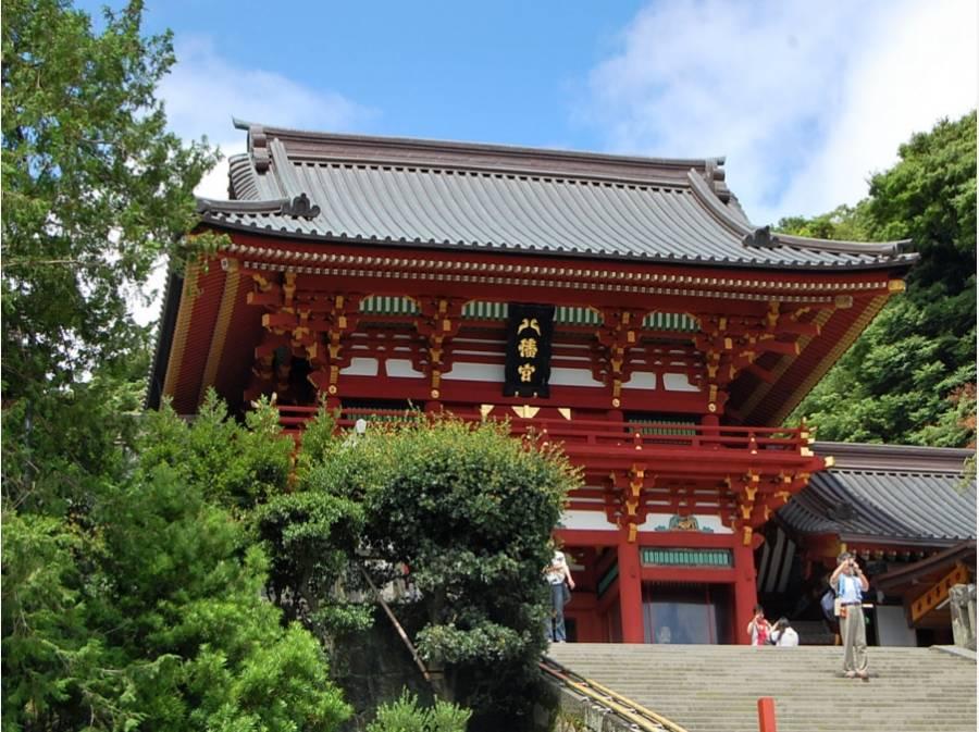 鎌倉八幡宮の本宮まで約550m、徒歩約7分で参拝にうかがえます。