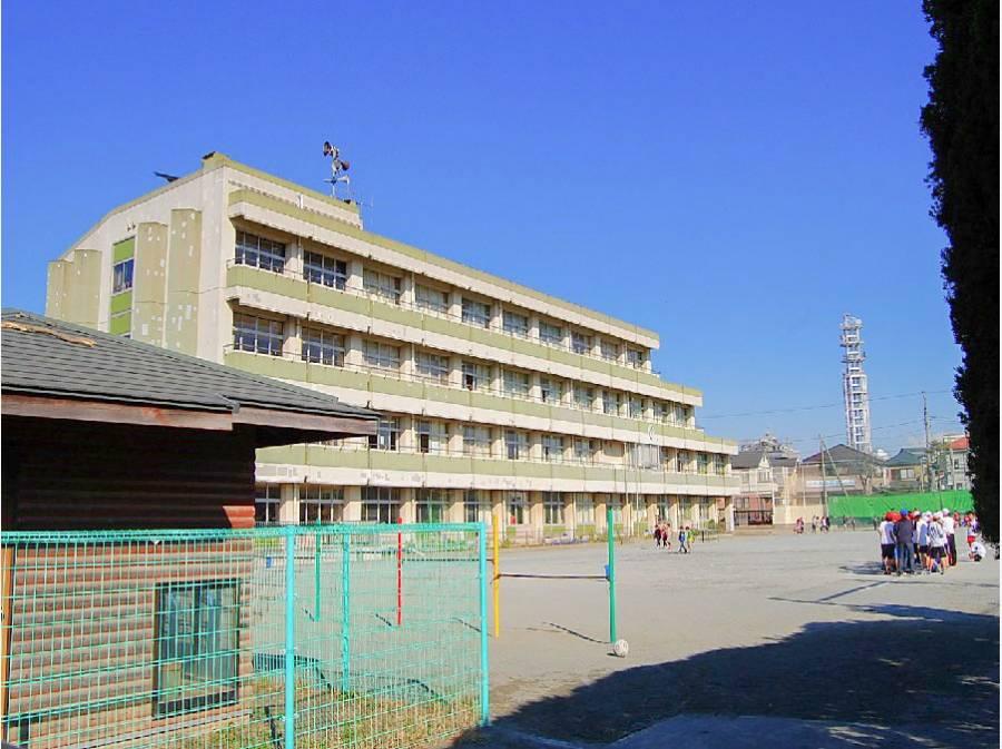鵠沼小学校まで徒歩12分(約960m)