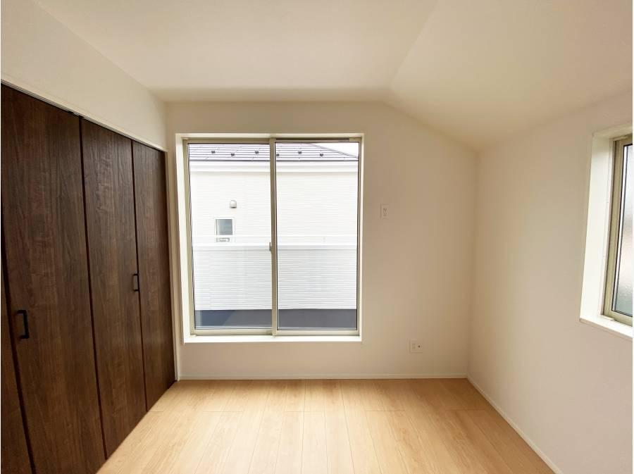 2階洋室は陽が差し込みます