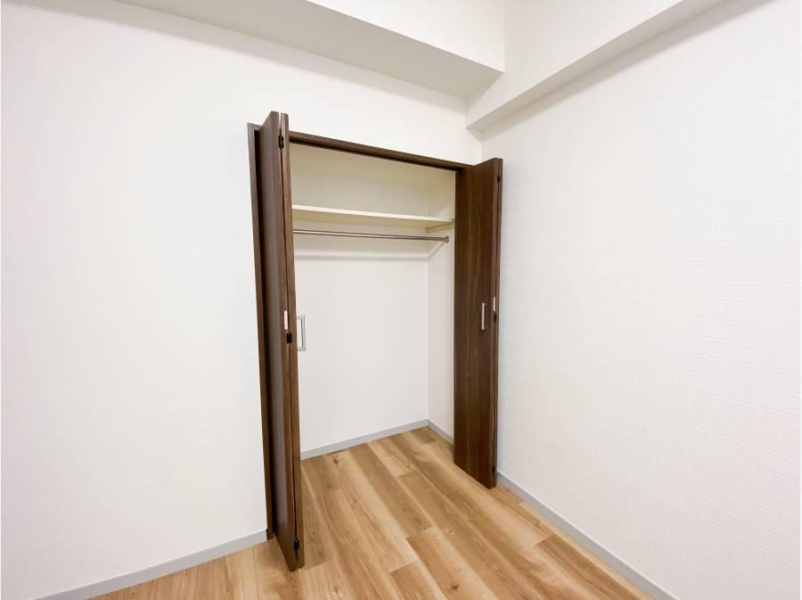 収納スペースは各居室にございます。