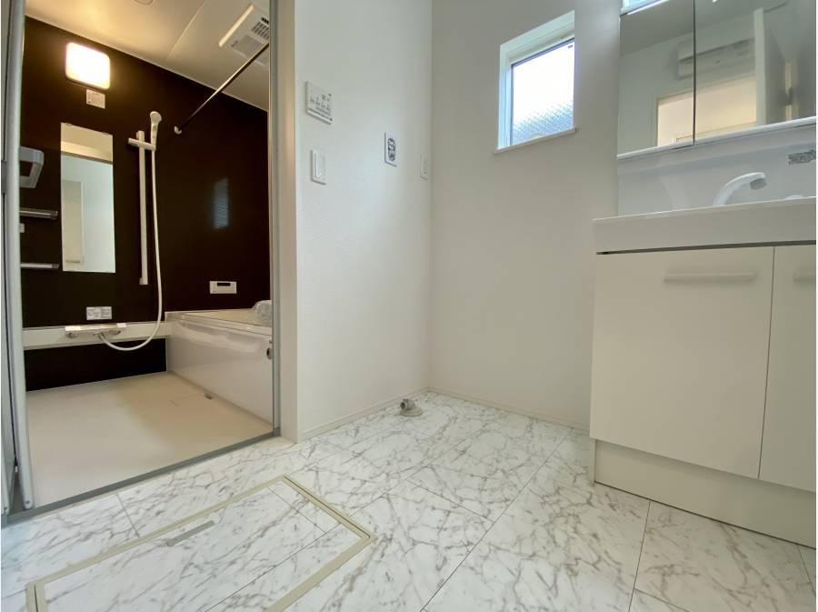 バスルームは一階にございます。