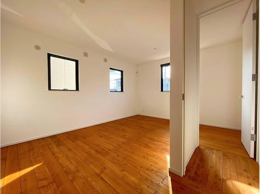仕切れる可変性のある居室。