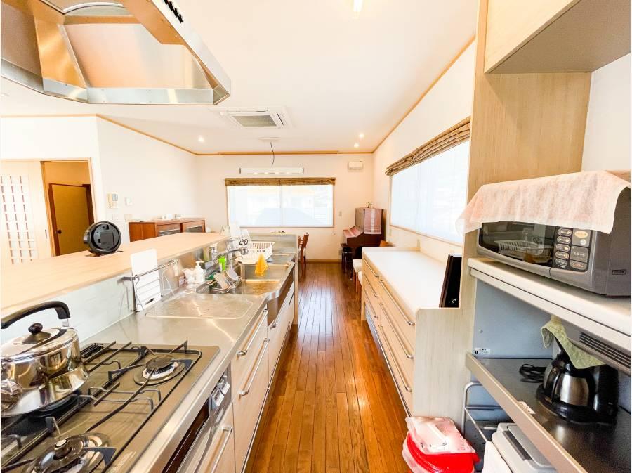 対面式キッチンは収納もたっぷり