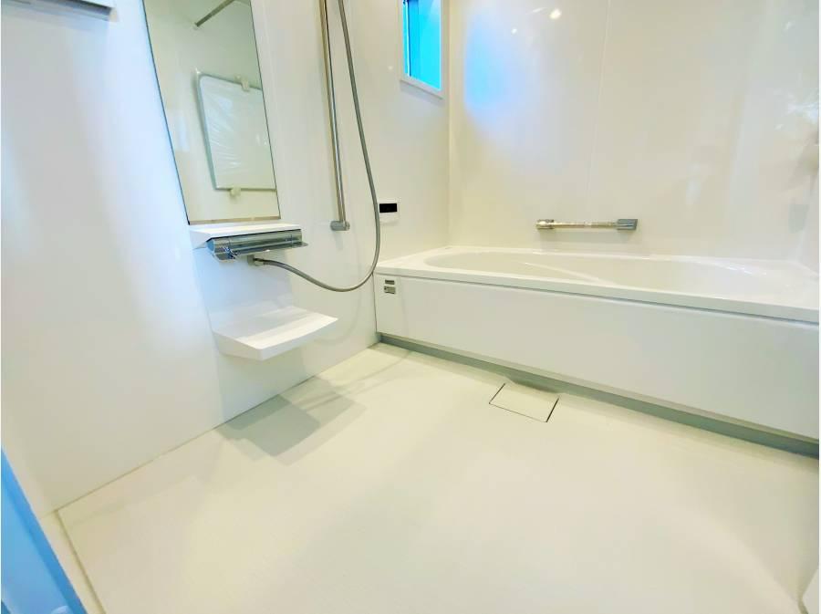 洗い場の広い浴室もゆったり空間