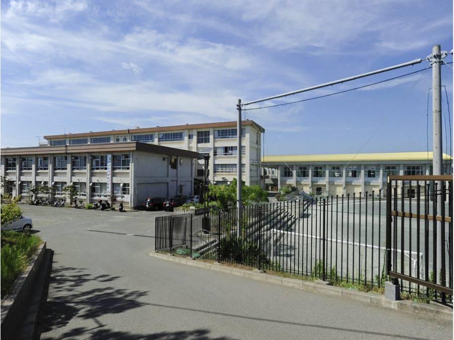 松林中学校まで徒歩10分(約800m)