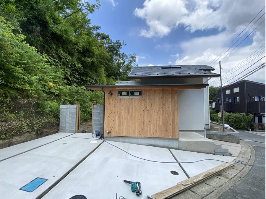 平屋を基調とした建物は鎌倉の街並みに溶け込みます
