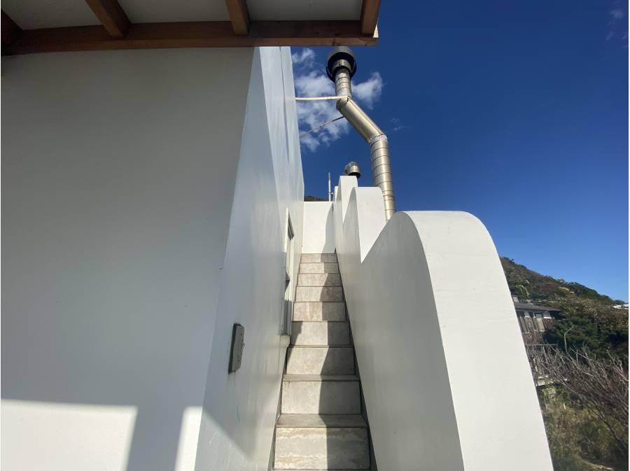 ルーフバルコニーへと続く階段