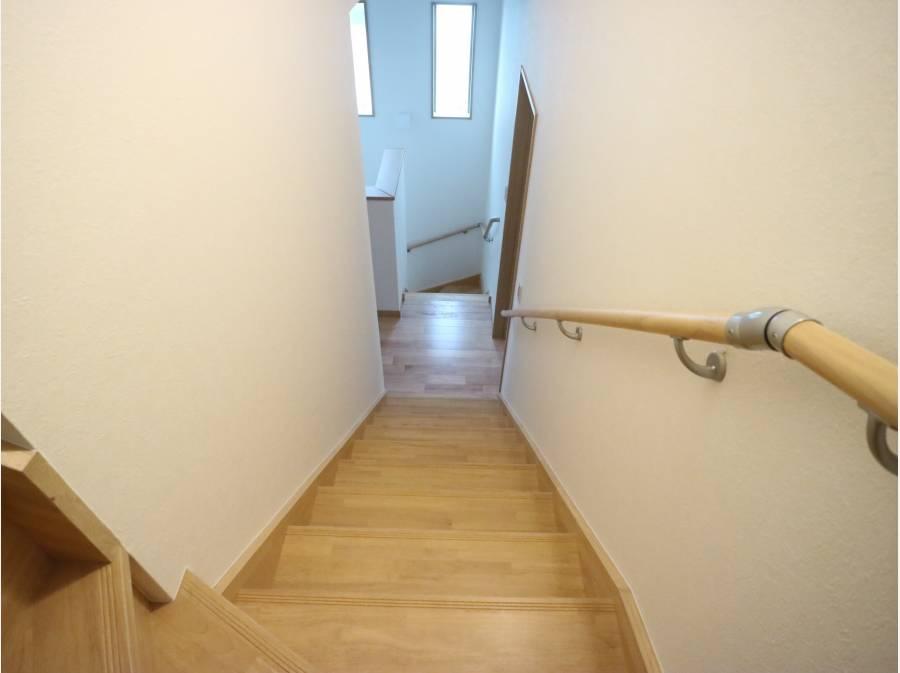 屋根裏収納へはこの階段にて