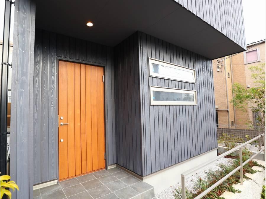 信州カラマツ(国産)を外壁材に使用しています。