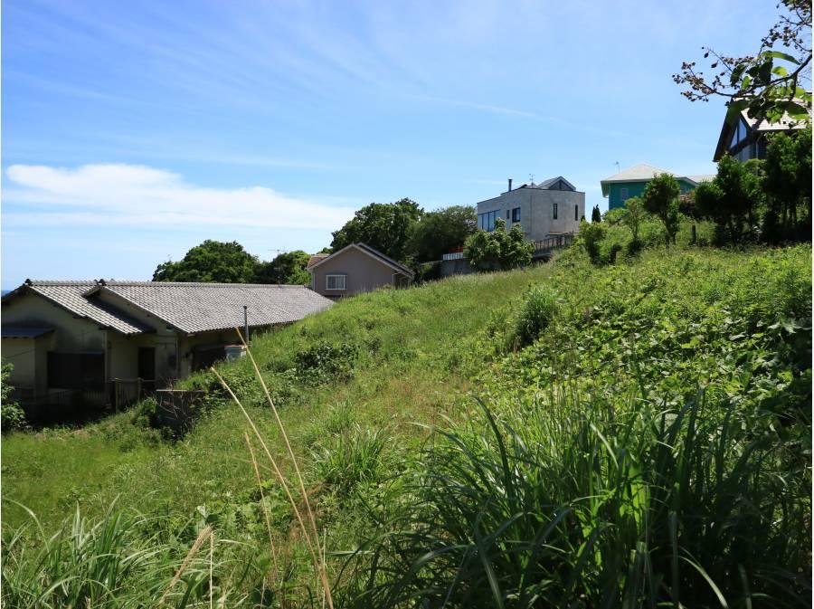 裏手にも眺望を求めた方達の家が並びます。