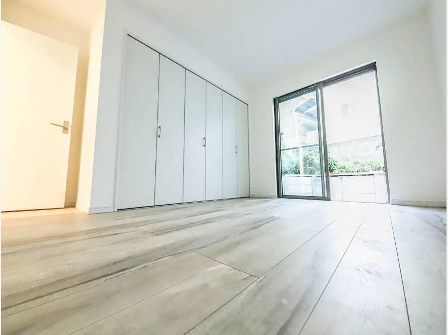 1階には6.5帖と5.8帖の寝室がございます。広さも収納も十分です