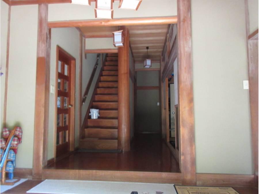 玄関から階段部分