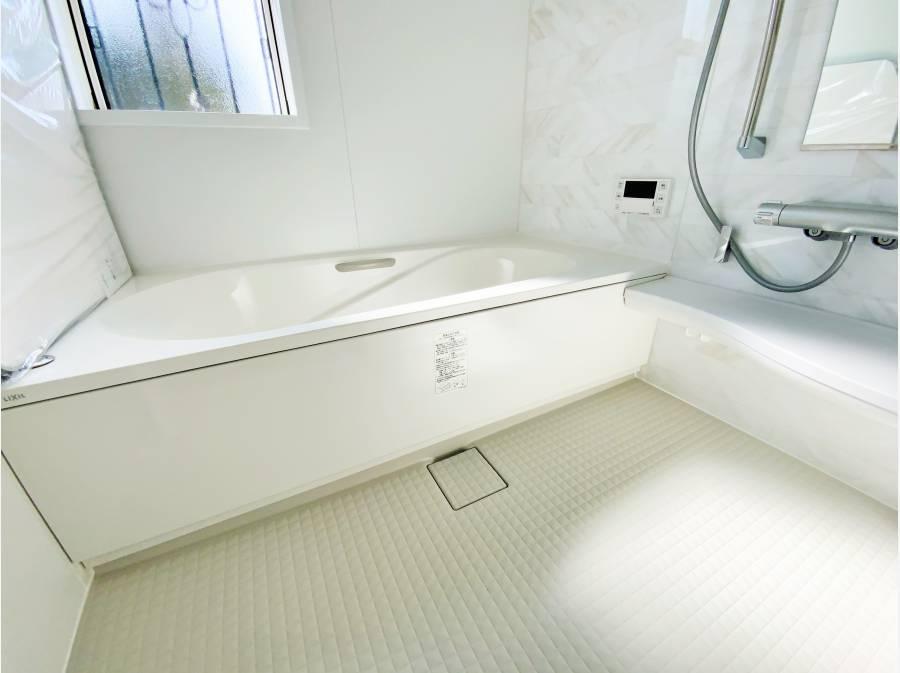 ゆったりサイズの浴室で寛ぎタイム