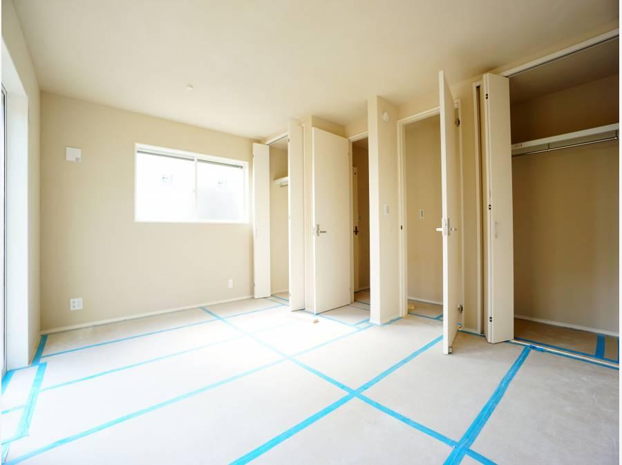 主寝室は2部屋に間仕切り可能(有償)。