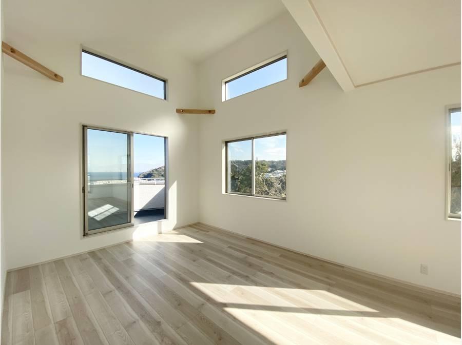 室内からでも水平線を綺麗に望み、隣家がないのみ魅力です