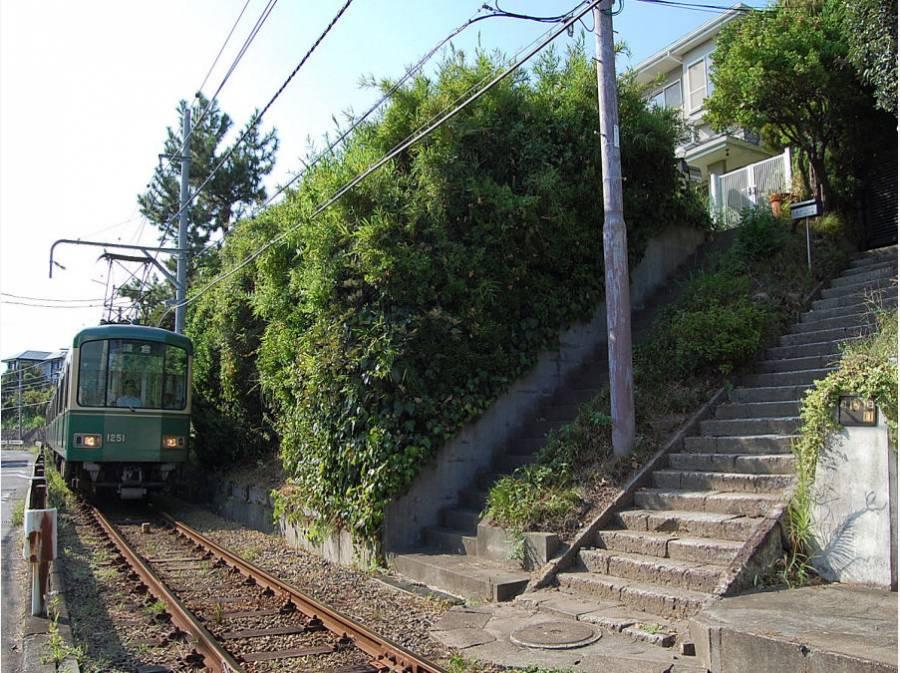 江ノ電をまたいだ階段の先にある秘密の場所。